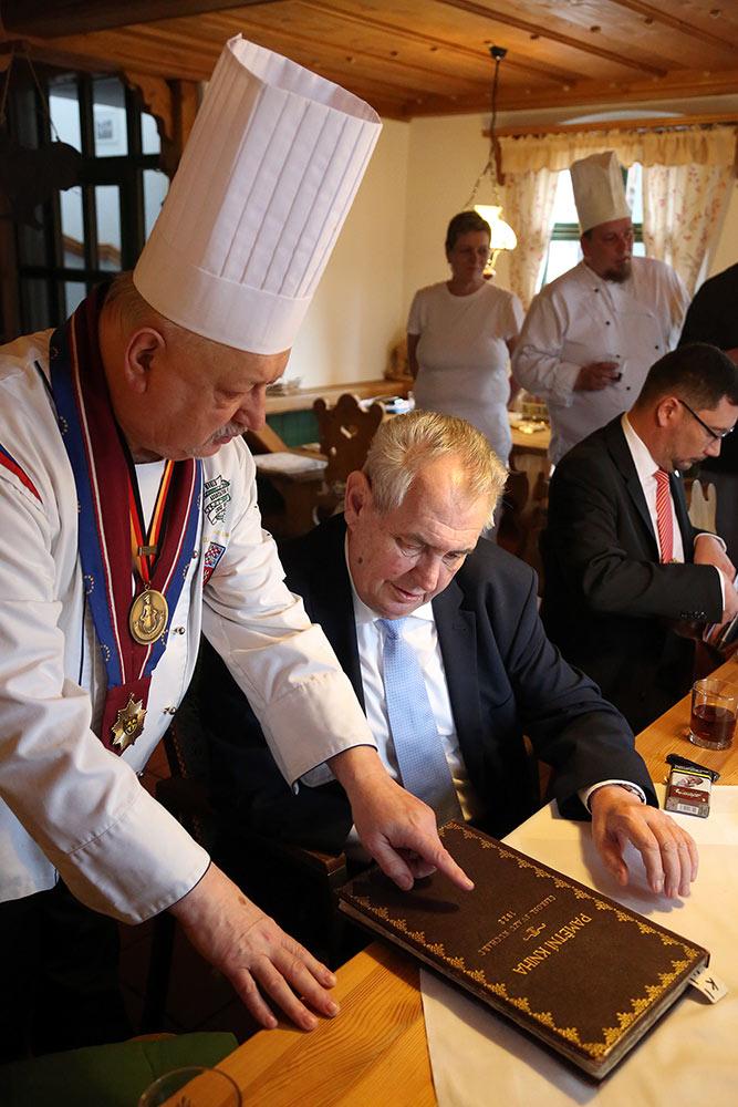Návštěva pana prezidenta v restauraci na gruntu