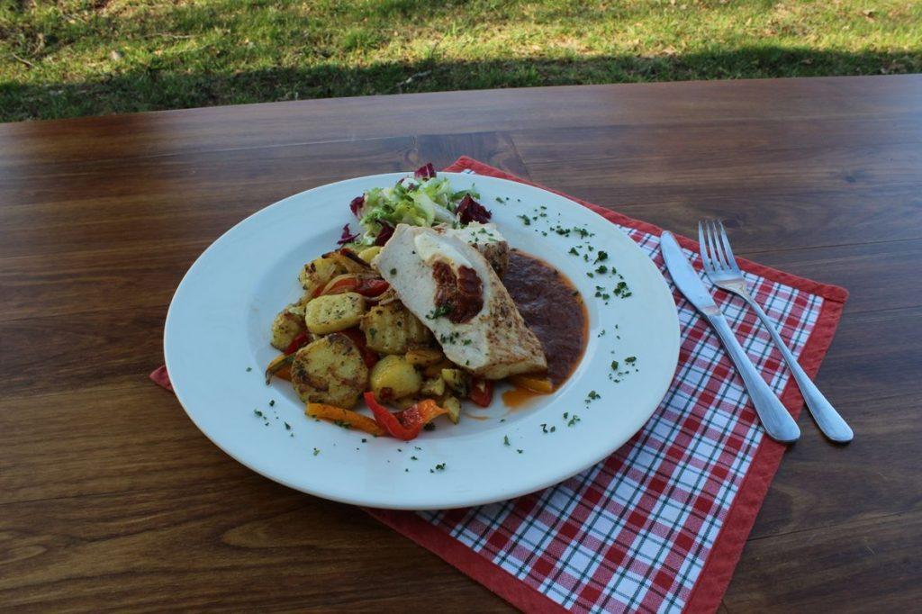 jídlo z kuchyně restaurace na gruntu